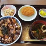 31055128 - タコ天丼定食 1100円。 タココロッケ 150円