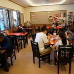 赤湯ラーメン 龍上海 - 行列待ちのわりに、空いてる店内・・(;´∀`)