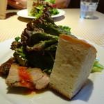 オステリアリベロ - 2014年9月 ランチ:自家製フォッカチャとミニサラダ、ひとくち前菜の盛り合わせ