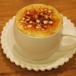 トモチェカフェ - 焦がしキャラメルカプチーノ。カリカリのキャラメルが美味しい♪
