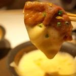 喰心-meat Dining- - 霜降りサーロインのすき焼きしゃぶ(泡立てた卵をつけて)