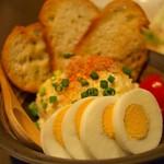 喰心-meat Dining- - 地鶏卵とズワイガニのポテトサラダ