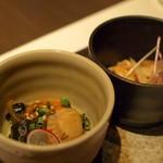 喰心-meat Dining- - お通し:ホタテの津軽漬けと鶏皮ポン酢
