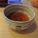 萬御菓子誂處 樫舎 - ほうじ茶、器が可愛い