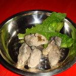 風雲火鍋城 - 牡蠣盛。味わい深い海の香りが口に広がります。