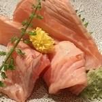 築地玉寿司 - サーモン炙り(560円)