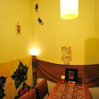 cafeロジウラのマタハリ春光乍洩 - 奥のテーブル席