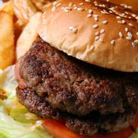 バーガーランド - ダブルバーガー 890円 とってもボリューミーなサイズです☆女性でも食べられます♪