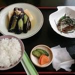 和食富味 - マグロの山かけと揚げ出し豆腐と茄子の定食