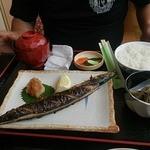 和食富味 - 秋刀魚塩焼定食 800円 写真逆サイドからですみません