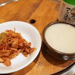 韓国家庭料理 扶餘 - マッコリとサービスのキムチ