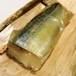 31072270 - 鯖の棒寿司(テイクアウト)小で2000円+税【2014.9】