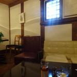 野の亀蔵 - 蔵の小さな小窓から入る日差しも良い感じです(^^)