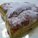 菓匠 中円坊 - この商品のキャッチは、サクサクのパイ生地にカスタードクリームをたっぷり詰めましたです。
