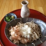 阿蘇の風 - 越前そば風におろしとかつお節をのせました。つゆはぶっかけで豪快に食してください。