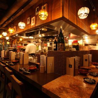 料理への期待感が高まる、ライブ感溢れるカウンター席