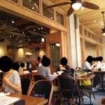 アロハテーブル - 『ALOHA TABLE waikiki kyobashi』さんの2階、店内の様子~♪(^o^)丿