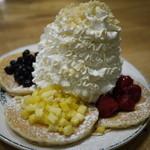 エッグスンシングス - フルーツパンケーキサンプラー