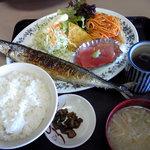 魚がし - デカイ秋刀魚、マグロ、そしてスパゲティまで!