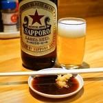 とん八 - 2014.9 赤星大瓶(550円)とホルモン焼き用のタレ