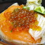 立ち喰い寿司 弁慶 - いくら親子丼