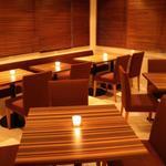 ぶらん - 店内 テーブル席
