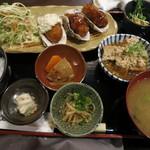 31100528 - 広島産カキフライとさっぱり肉豆腐の定食850円。