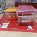 31102703 - 紅生姜や福神漬けは自由に頂けます。ゴマや七味,胡椒は別の場所に在りました。