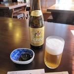 小坂 芳春庵 - 瓶ビール(ヱビス)・お通し:昆布煮