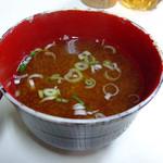 藤や - カレーライスについてくるお味噌汁