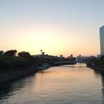 31110060 - 川沿いビル群と日没❤癒されます