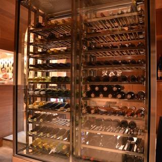 厳選されたワインが150本以上!
