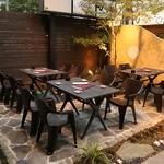四季旬彩 やまと - 入口の庭園を眺めながら、外でも食事を楽しめます!