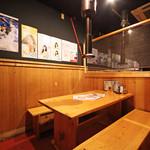 ニュートンサーカス - テーブル席もゆったりとお食事頂けます。