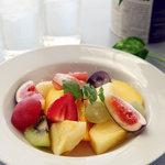 ツルザワ - 旬の完熟フルーツが盛り沢山!カットフルーツ