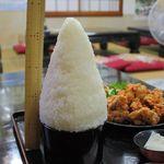 芳味亭 - チョモランマ盛りの ごはんの高さは 23cmちょっと