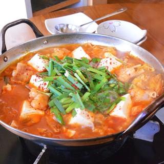◆女性に大人気!美容効果も期待できる韓国特製チゲ!!