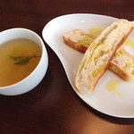 フォンターナ デル ヴィーノ - ランチのスープとパン