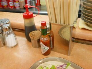 洋庖丁 板橋店 - テーブル上はこんな感じ