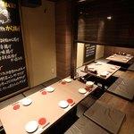 名古屋手羽先 もも焼き 唐揚げ 爽鶏屋 - 最大45名様までご案内できるテーブル席は大人数でのご予約におすすめです。