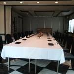 日本料理 音羽 - 再訪時、席の一部は宴会用にセッティングされていました
