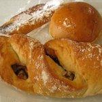 ルウブル パン工房 - イチジクとくるみ、紅茶、フレンチトースト