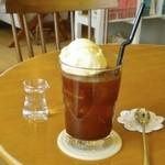 cafe N24 by kodomosekai - カフェの定番「コーヒーフロート」は3種類のブレンドコーヒーからお好みをチョイスしてオーダー。