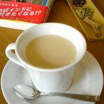 cafe N24 by kodomosekai - 「N24のチャイ」はご注文を受けてからスパイスを砕き、アッサムティーの茶葉とあわせて牛乳で煮る本格派。