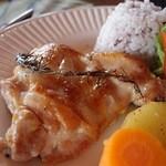 オリエンタル カフェ - やんばる若鶏の香草焼き(1100円)。