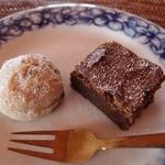 オリエンタル カフェ - デザートの,チョコチップクッキーとブラウニー。