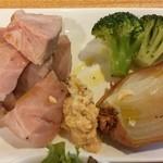 ブラチェリア バーヴァ - 上州とことん豚肩ロース 低温ロースト、季節のお野菜と