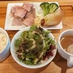 ブラチェリア バーヴァ - 上州とことん豚肩ロース 低温ロースト、季節のお野菜と¥950