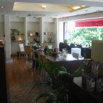 Cafe de 佛蘭西 - 入り口入られてすぐの店内風景です。