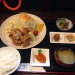 若狭焼肉店 - 料理写真:唐揚げ定食